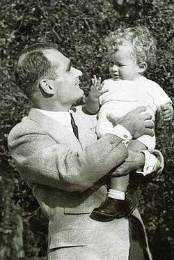 Rudolf_hess_mit_seinem_Sohn