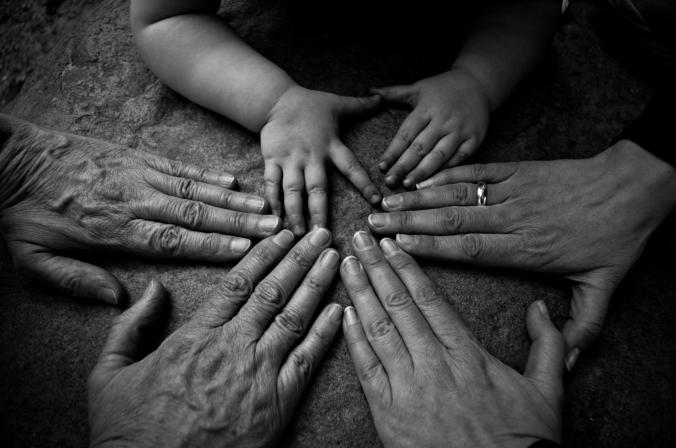 3 Generationen Hände III