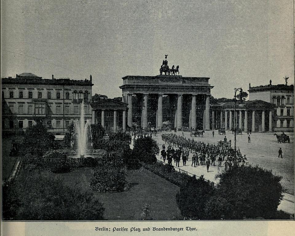 Berlin-Pariser-Platz-und-Brandenburger-Tor